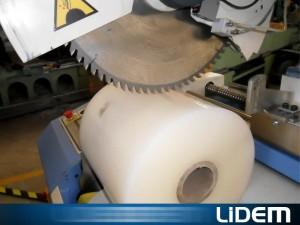 Cortadora de rollos de plástico y papel con disco dentado