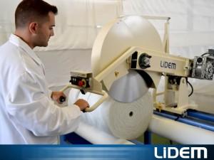 Máquina para el corte de rollos de gran diámetro